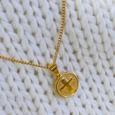 Fio Dourado com medalha e cruz