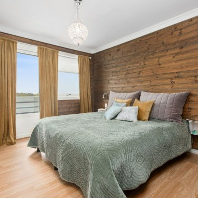 Wood/Brown Room