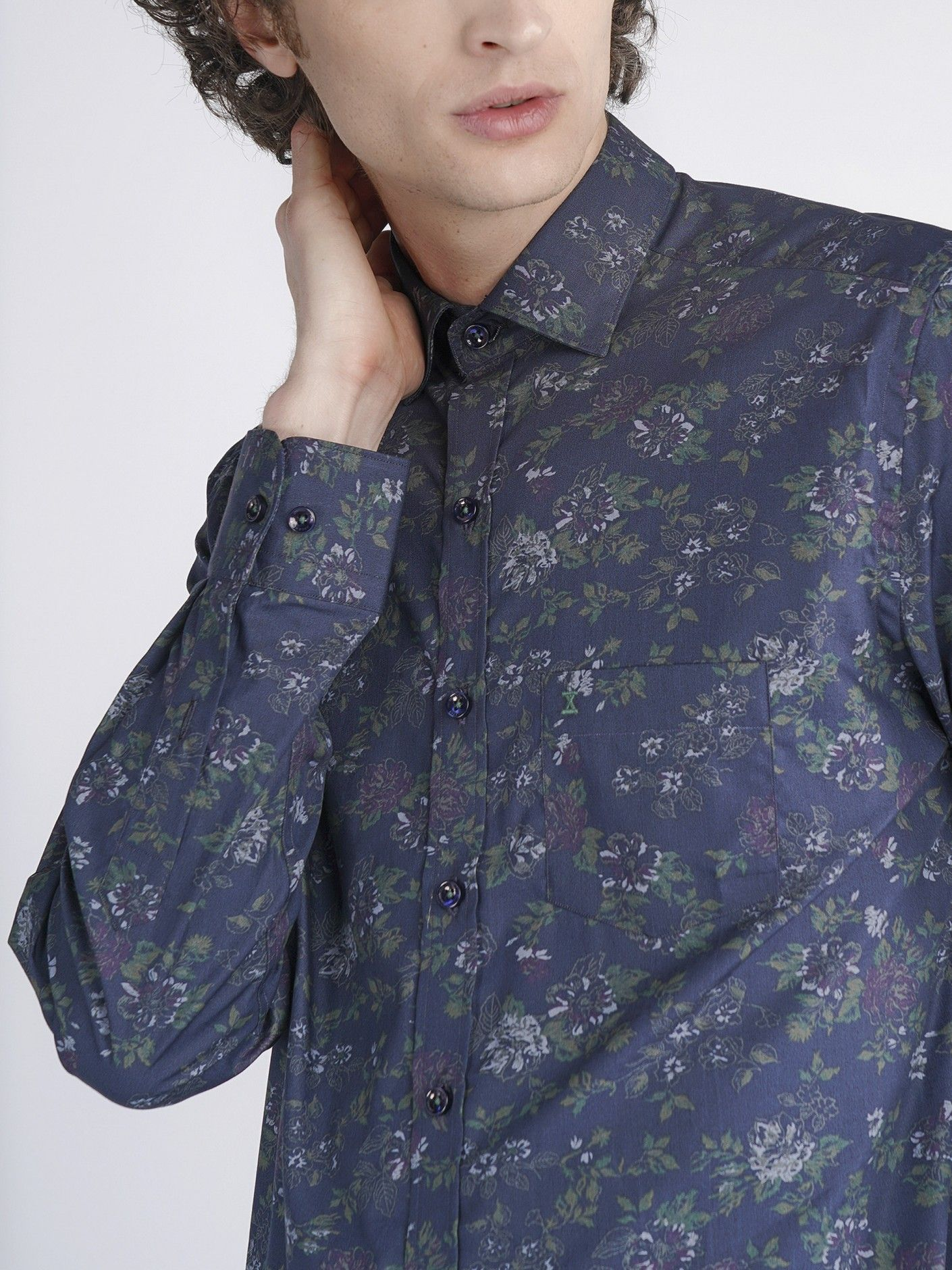 Camisa com padrão flores Decenio