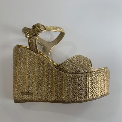Sandália em dourado Sahoco