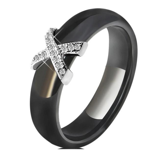 Aliança / Anel de cerâmica preta com pedras zircão