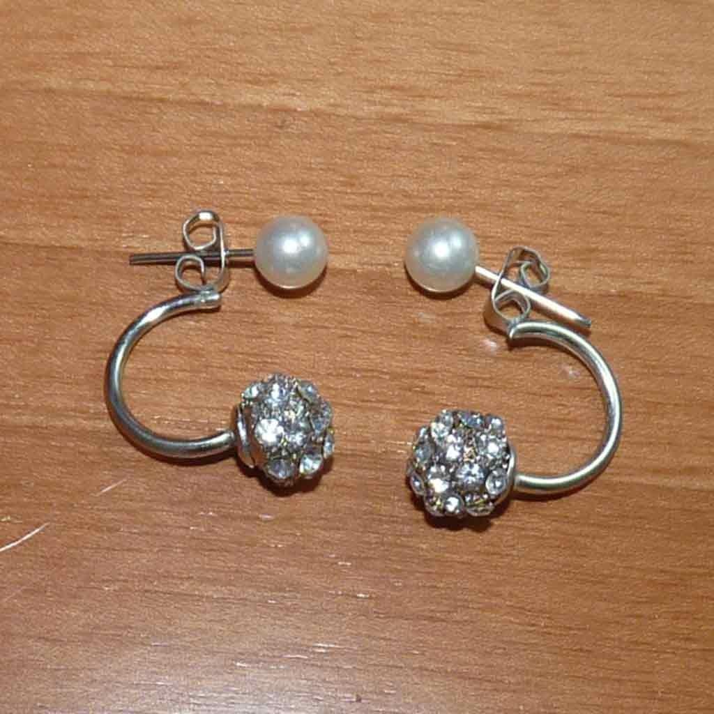 Brincos cor prata com cristais e pérolas