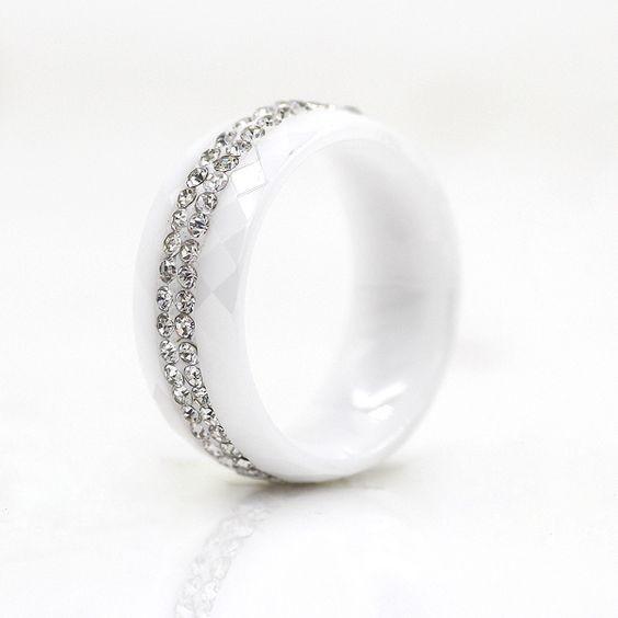 Aliança / Anel de cerâmica branca com cristais brancos