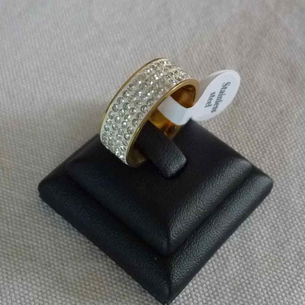 Aliança / anel de aço inoxidável banhado a ouro c/ cristais
