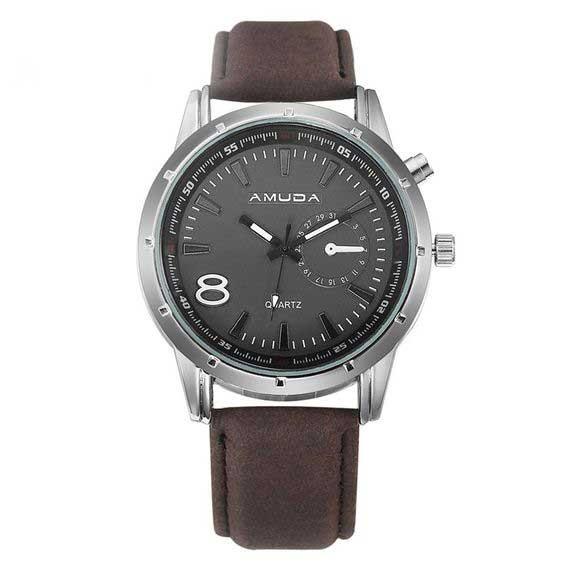 Relógio com bracelete de cor castanha