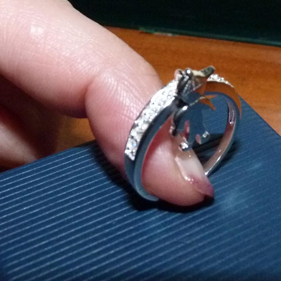 Anel de prata 925 com pedras zircão e um menino