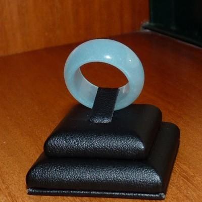 Anel / aliança de pedra Jade azul clara