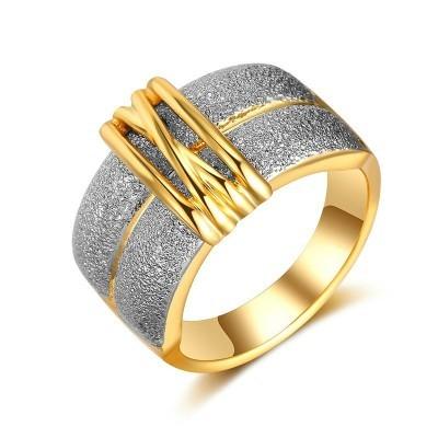 Anel com efeito martelado (dourado)