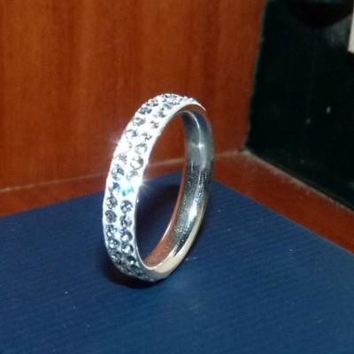 Aliança / anel de prata 925 c/ cristais Preciosa (4mm)