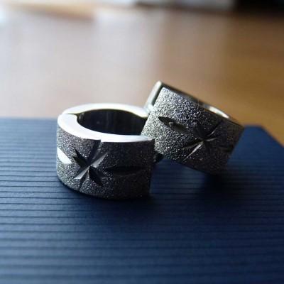 Brincos de aço inoxidável cor prata martelada