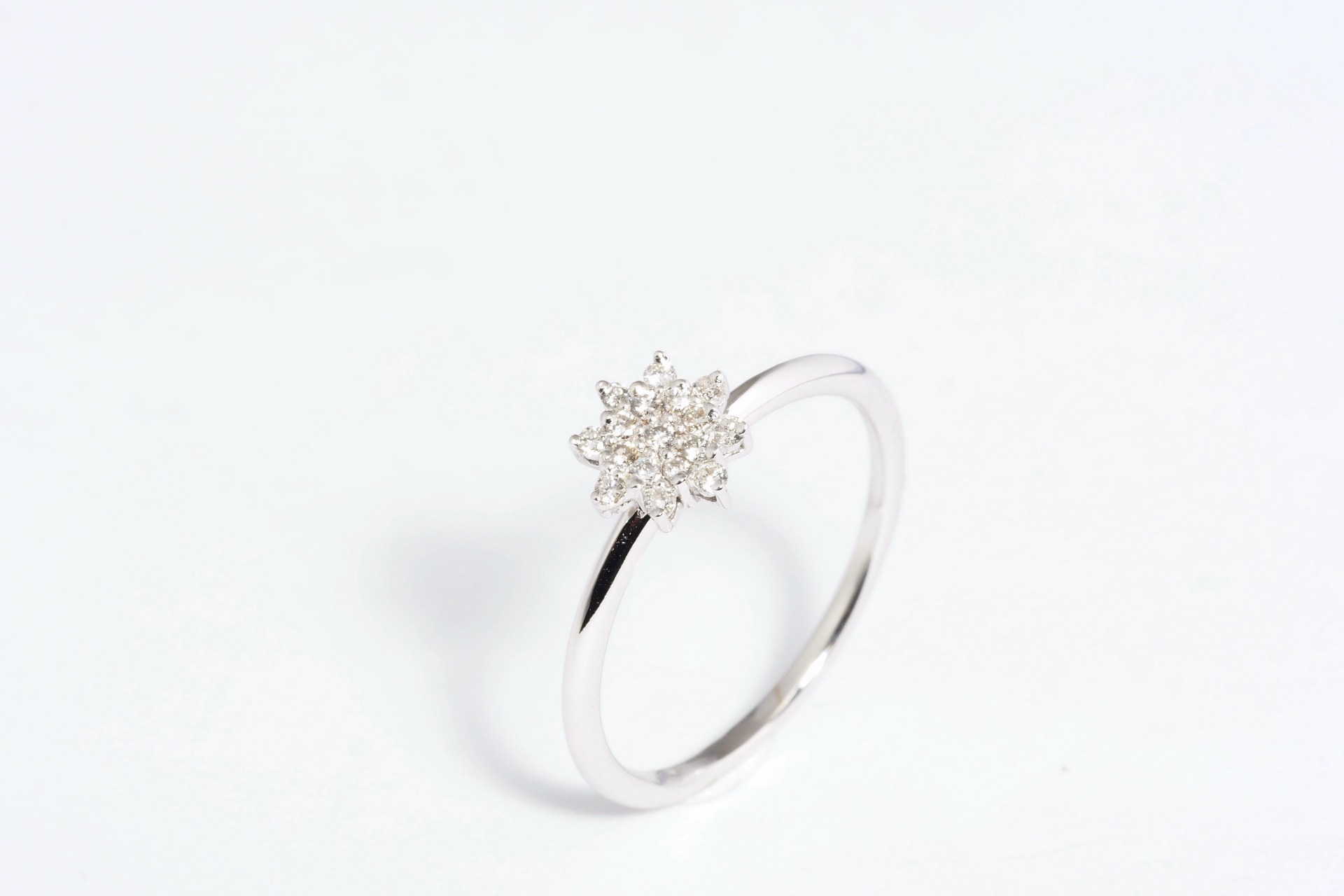 Anel em Ouro 19,2K com Diamantes