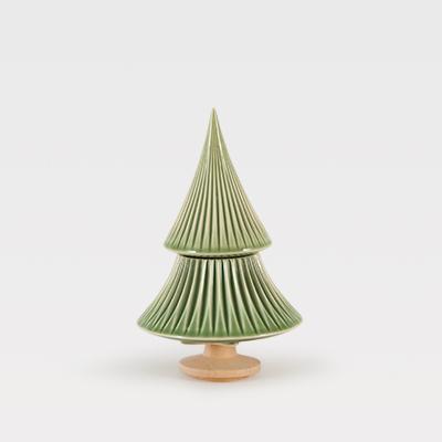 Pinheiro Médio Verde  - A Árvore e o seu zingamocho