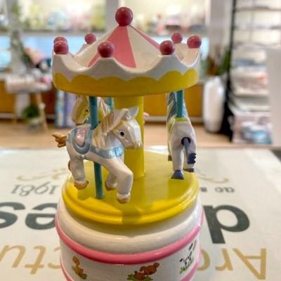 Carrossel madeira com cavalos branco MusicBox
