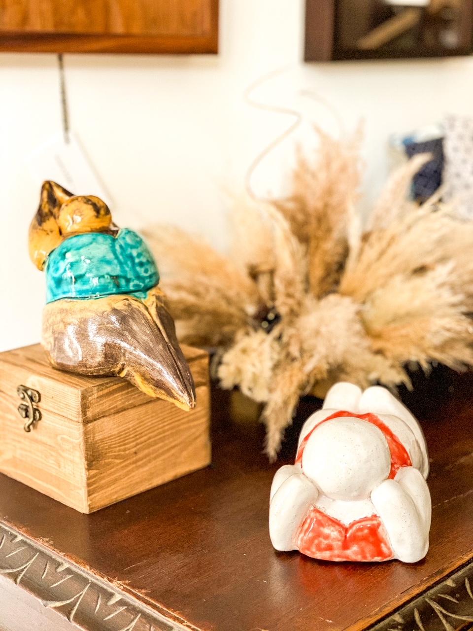 'Gorda' deitada Kaji Ceramics