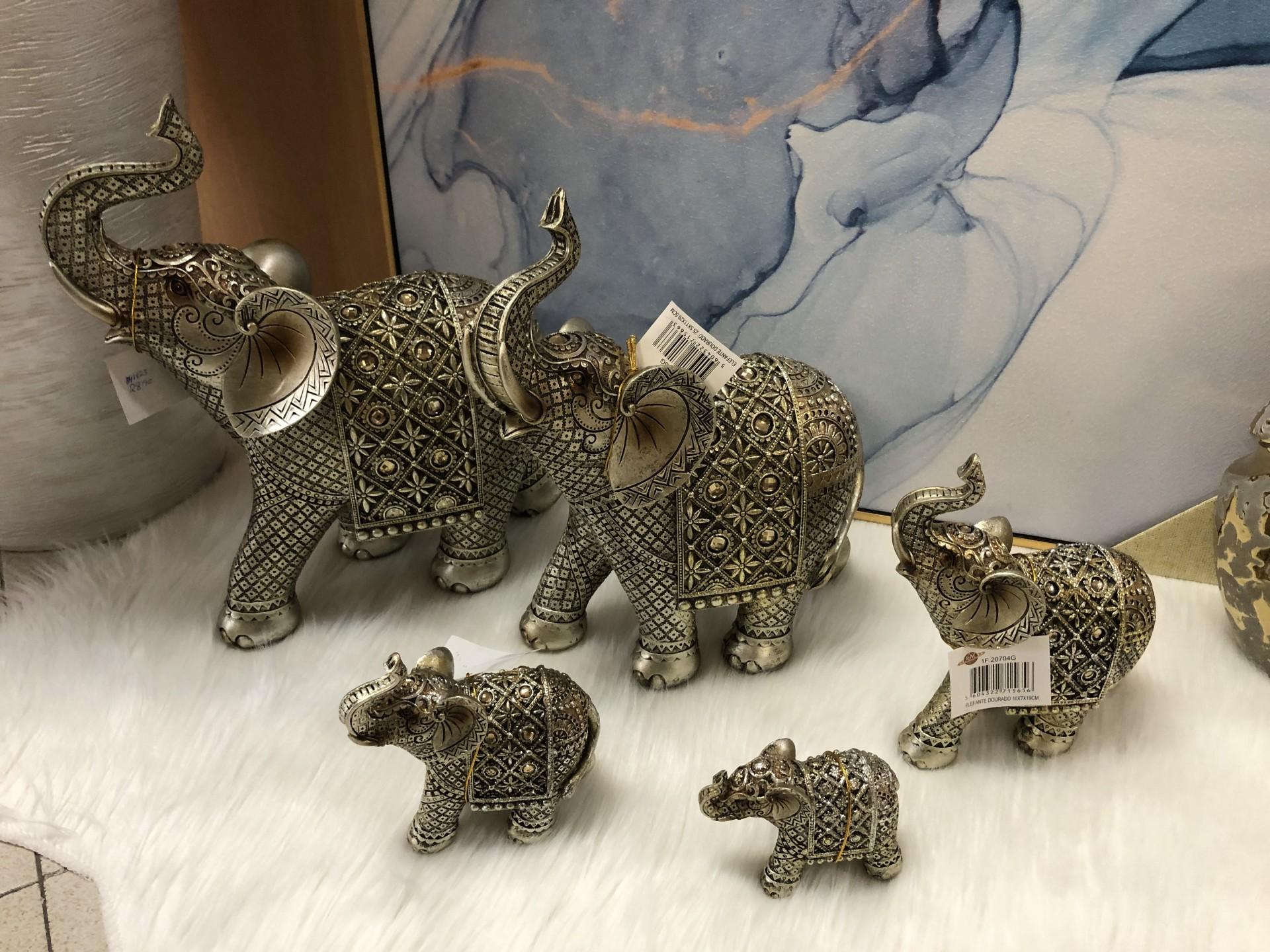 Elefantes dourados