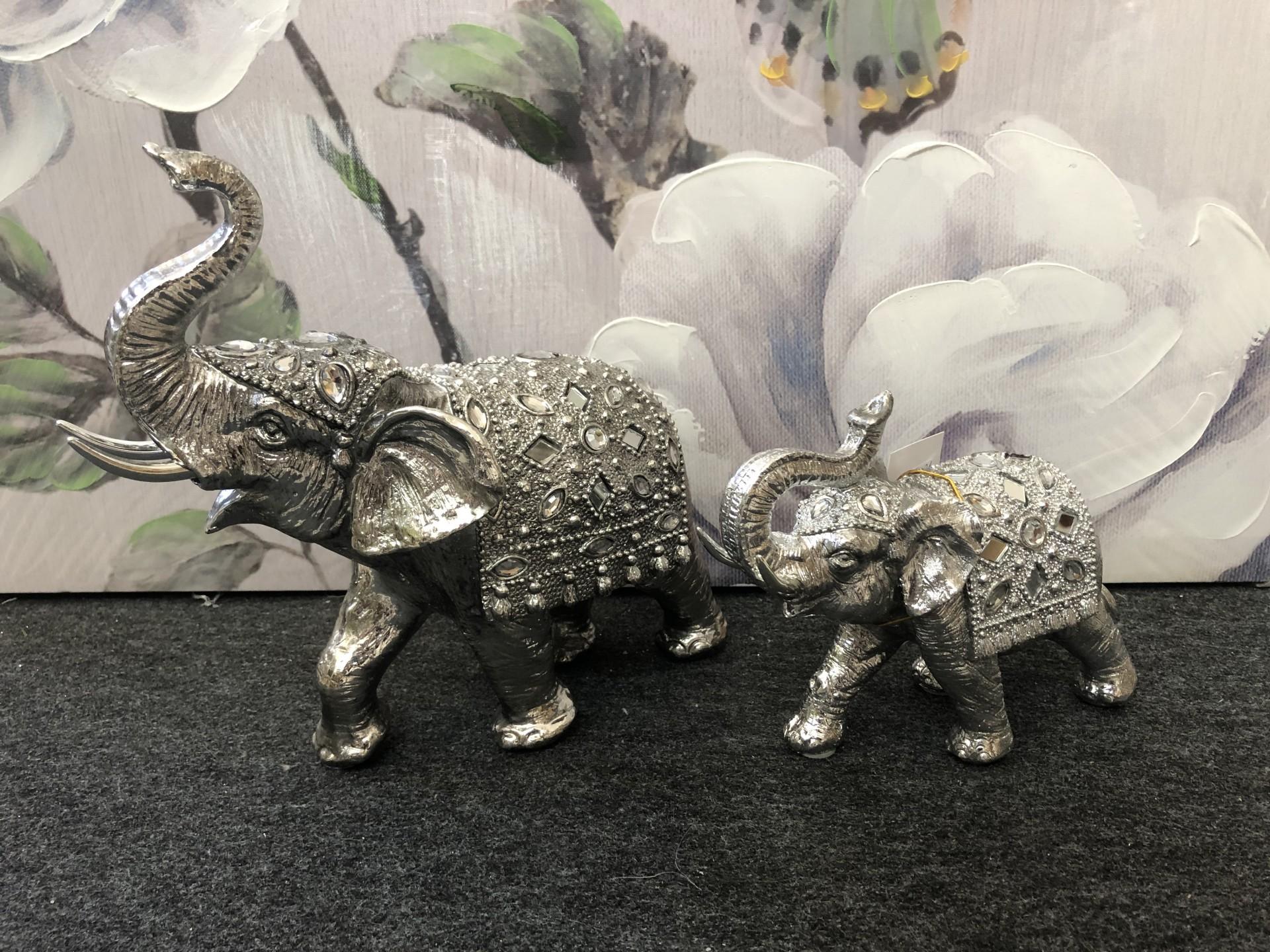 Elefantes prateados