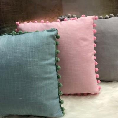 Almofada decorativa com pompons