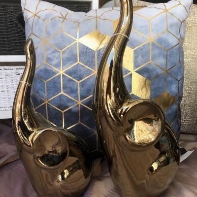 Elefantes decorativos dourados