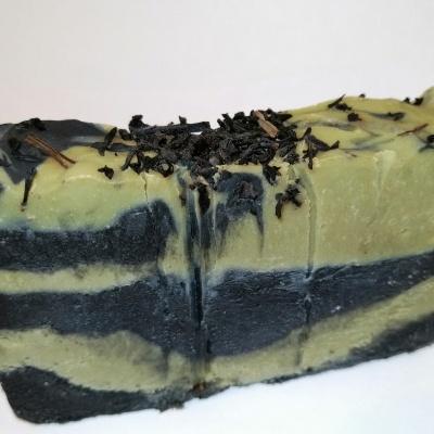 Sabonete Artesanal de Carvão Ativado e Gerânio Rosa